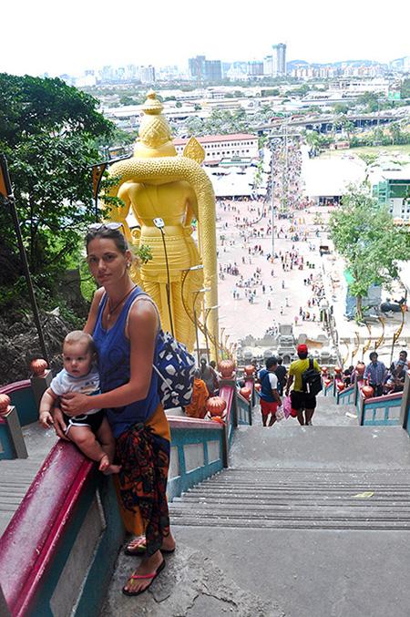 Jelena i Relja i pogled sa vrha stepenista Batu Pecina